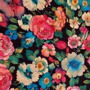 Composición floral fondo negro